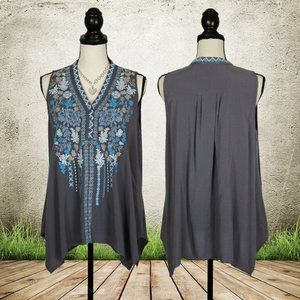 NWOT Andree by Unit Gray Embroidered Top Large